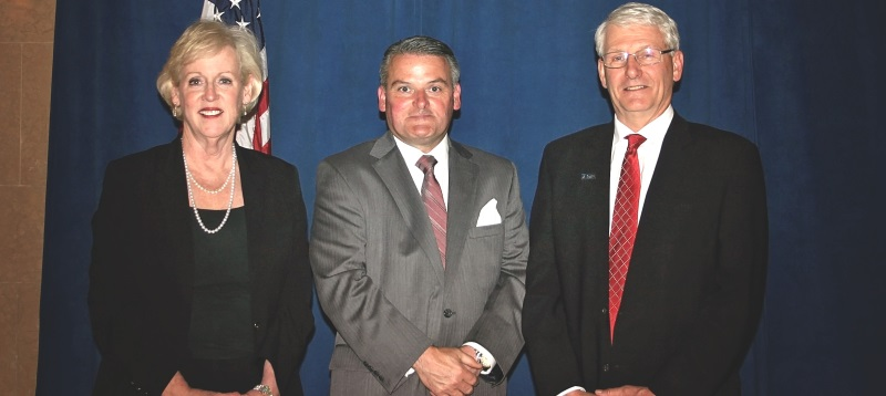 Kevin Murphy, center, was inducted in a ceremony led by Ohio Chief Justice Maureen O'Connor, left, and OSBF President Thomas Moushey.